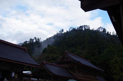 出雲大社拝殿と八雲山